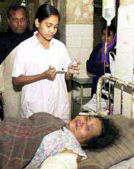 enfermera dando la medicación