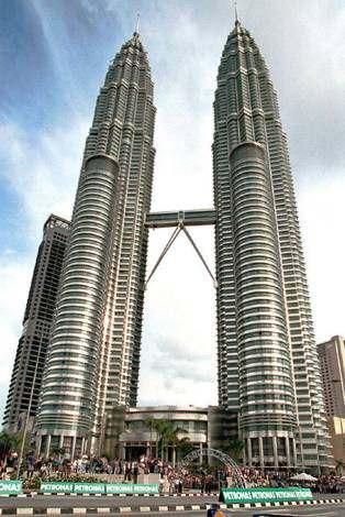 Las Torres Petronas Edificio Mas Alto De Mundo En Kuala Kipur Biografías E Historia Universal Argentina Y De La Ciencia