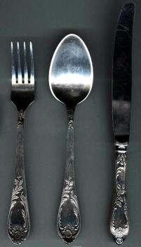 Origen del Uso de los Cubiertos Para Comer
