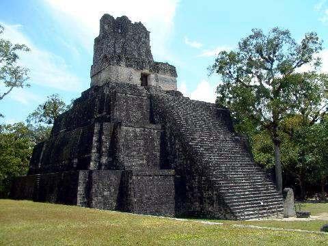 Templo maya en tikal