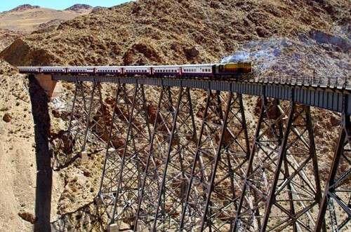 tren a la nubes en el puente de la polvorilla