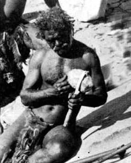 aborigen con su hacha