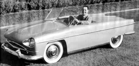 """automóvil deportivo """"Justicialista"""" con carrocería de plástico."""