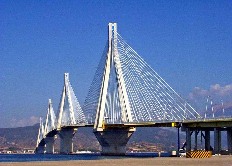 Puente en Grecia Golfo de Corinto