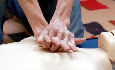masaje cardiaco externo