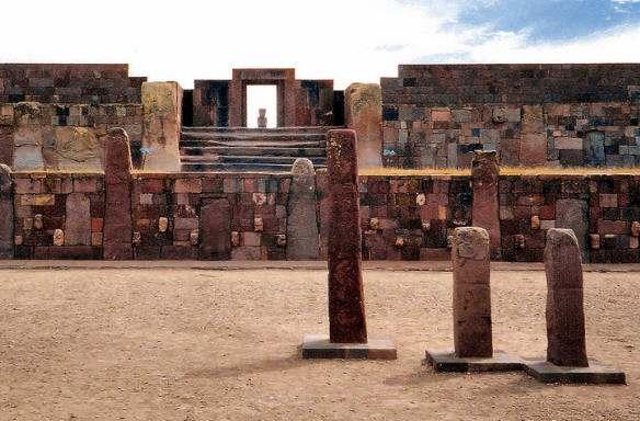 escultuta en bolivia tihuanaco