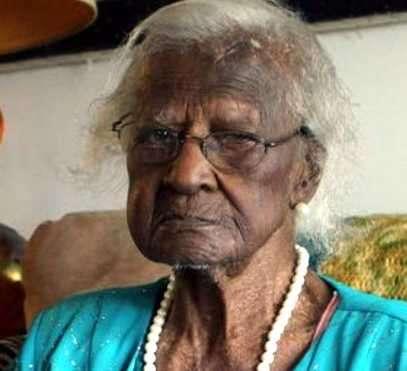 Talley Jeraiean, anciana