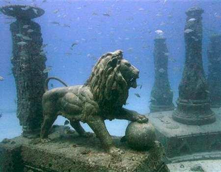 Ciudad de La Atlantida, sumergida en el mar