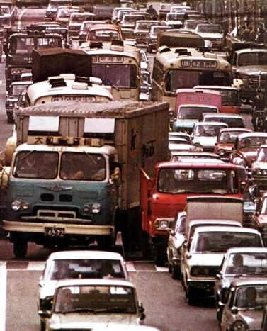 autos congestionados en una gran ciudad