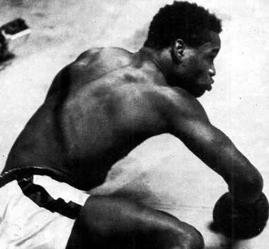 boxeador caido en el ring