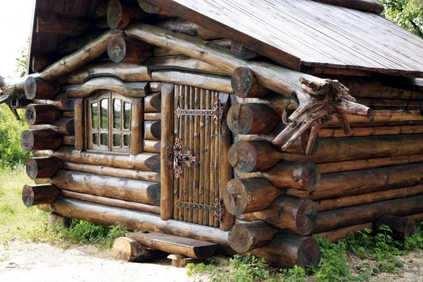 cabaña de troncos superpuestos