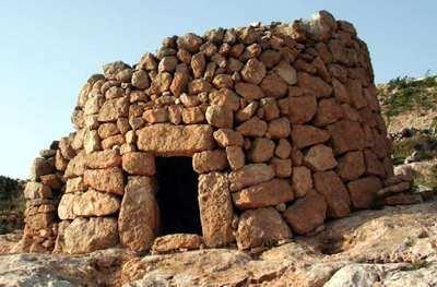 casa tosca de piedra