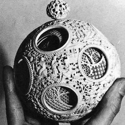 10 bolas de marfil representan el universo medieval