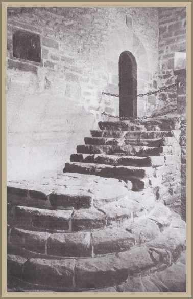 Escalera interior del castillo