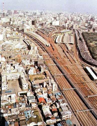 vista de una  ciudad super poblada