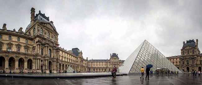 historia construccion del louvre en paris
