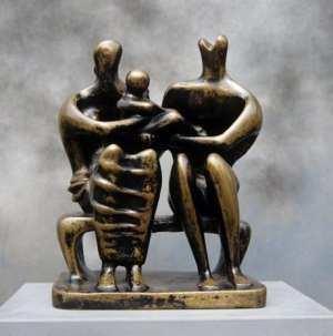 escultura de henry Moore sober la familia