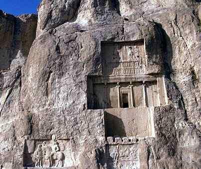 tumba real persa en la montaña