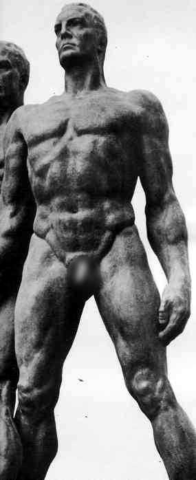 escultura nazi super hombre