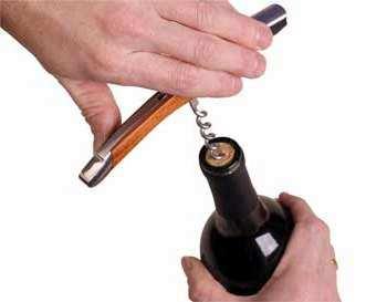DESCORCHAR una botella de vino