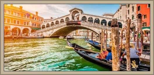vista de venecia con una gondola