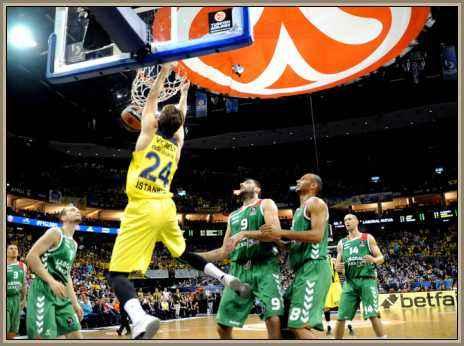 jugador de basquet frente al aro
