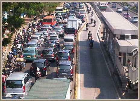 congestion de autos en la calle