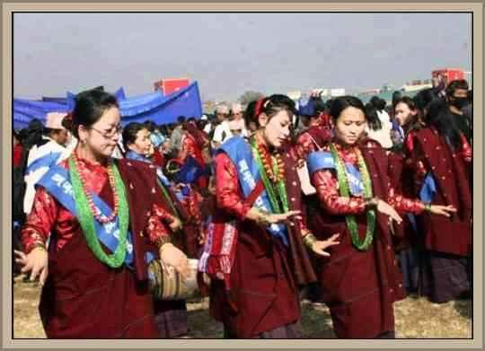 http://historiaybiografias.com/archivos_varios5/danza_nepal.jpg