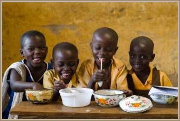 niños felices comiendo:La Desnutrición y Salud en el Mundo