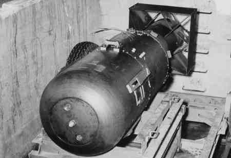 primera bomba atomica