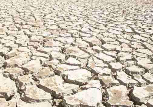 suelo seco erosionado